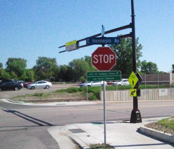 Overhead-Flasher-East-Hennepin